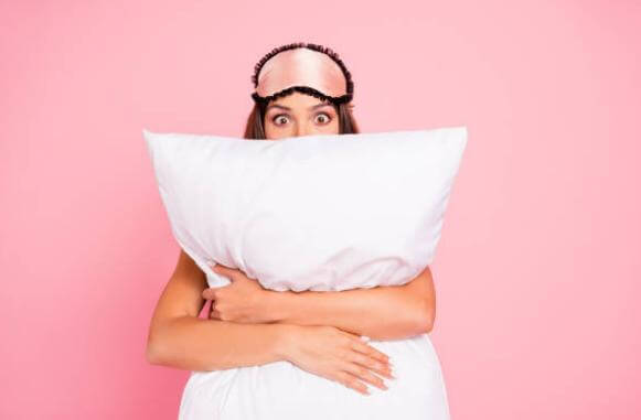 mujer almohada