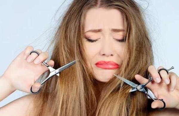 mujer, cabello dañado,  puntas abiertas