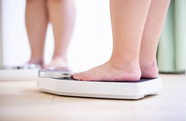 sobrepeso, obesidad, báscula