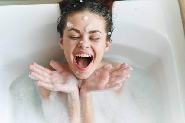mujer, baño, belleza cara de la piel
