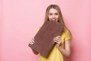 Qué hacer cuando se come en exceso: 8 maneras de dejar de sentirse hinchado y lleno