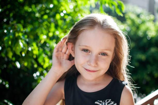 niño, oídos, audición